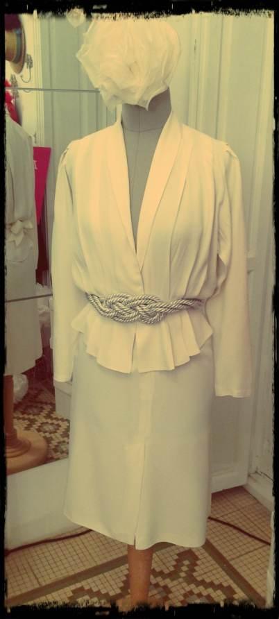 ¿Qué os parece este estilismo de novia improvisado? Vestido Carola Vintage y accesorios de Fanfan et Poupi