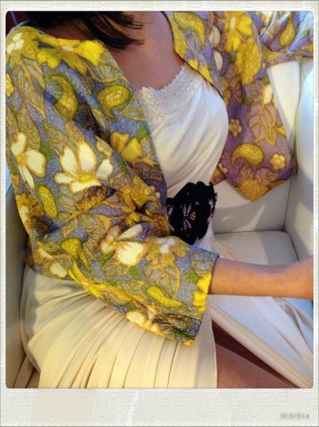 Bolero de seda de los 60s maxi vestido color marfil de los 70s aderezado con cinturón Made in Carmen Ramil